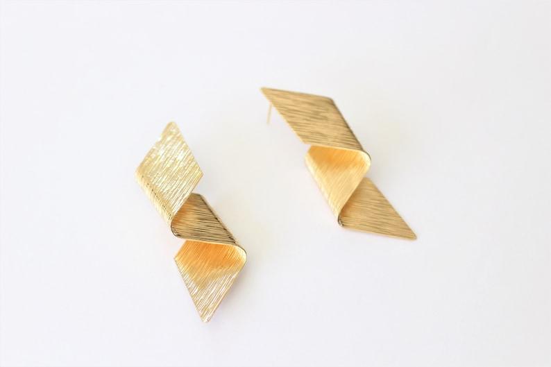 18K gold-plated hypoallergenic earrings Twisted earring Stylish Ribbon Original Jewel Ethnic earrings