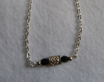Silver bracelet with pearls in black and silver
