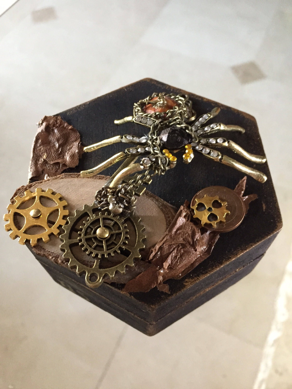 box hexagonal spider steampunk with movement