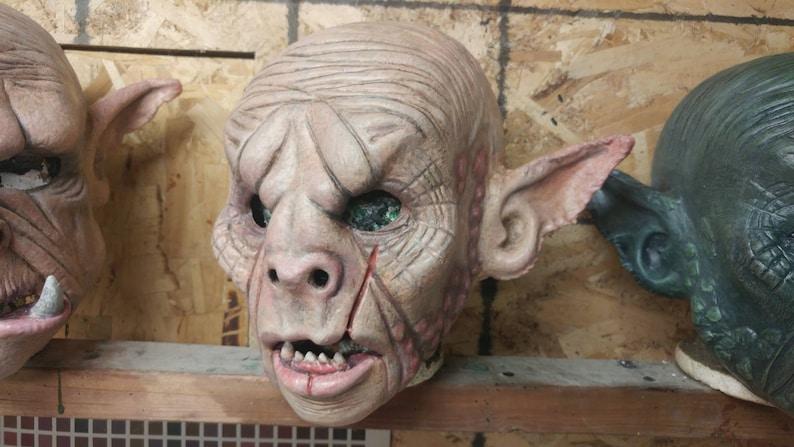 Masque en latex d/'orque t\u00eate compl\u00e8te  Full-head latex orc mask