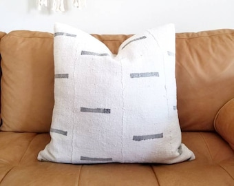 Mudcloth pillow cover w/ gray lines print
