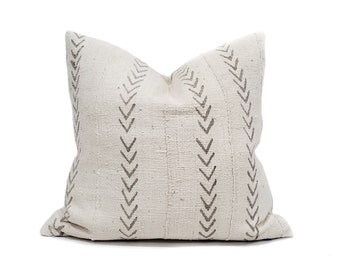 Various sizes cream w/grey arrow print mudcloth pillow cover