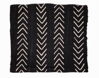 Black mudcloth throw with cream big arrow print