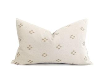 "13""×20"" cream/sand motif cotton pillow cover"
