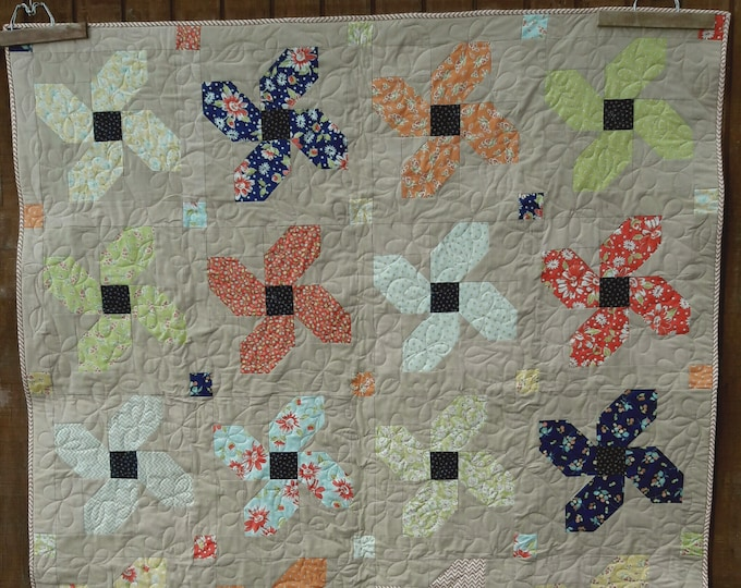 Posey Parade patchwork flower, fat quarter, beginner quilt pattern