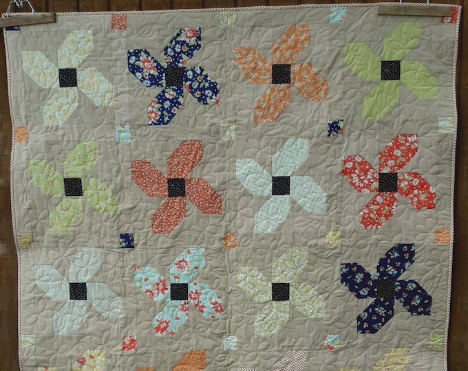 Posey Parade patchwork flower, fat quarter pdf quilt pattern