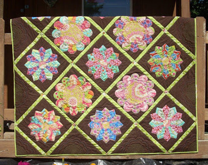 Garden Party a Dresden plate quilt pattern set on point with lattice sashing