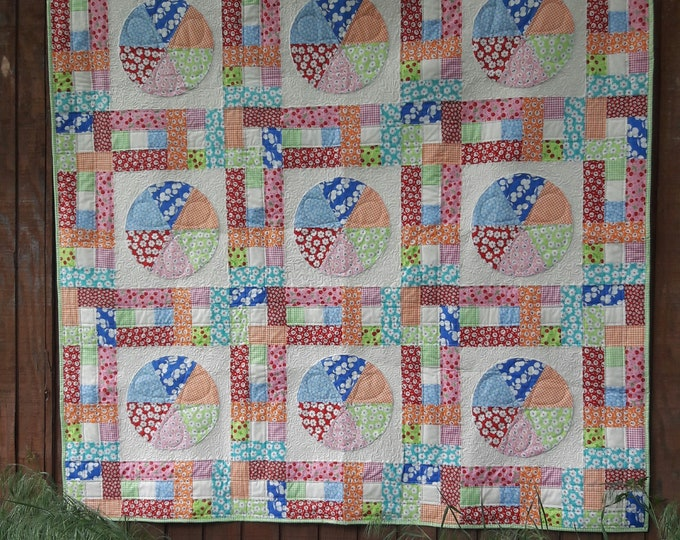 Cherry Pie a scrappy, patchwork, applique circle quilt pdf pattern with lattice sashing