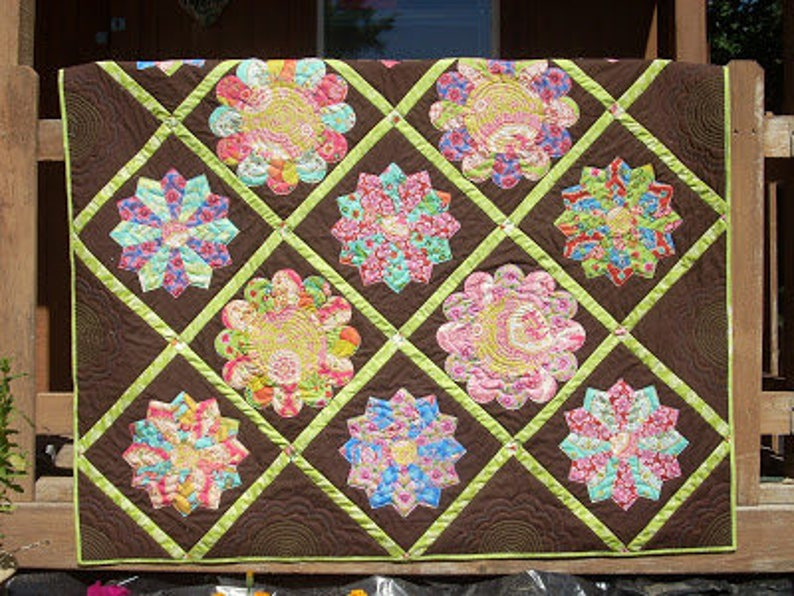 Garden Party a Dresden plate quilt pattern image 0