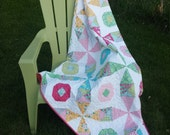 Beeline- kaleidoscope and snowball blocks combine in this quilt pattern