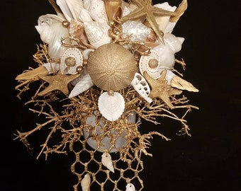 A gold piece... noble shell bouquet in cream and gold...
