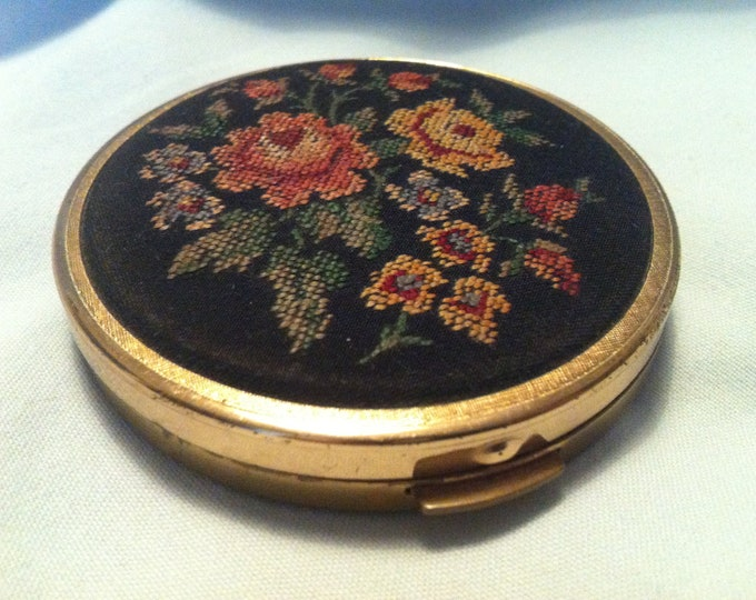 Vintage heart tin box accessoires dollhouse miniatures, deco switzerland