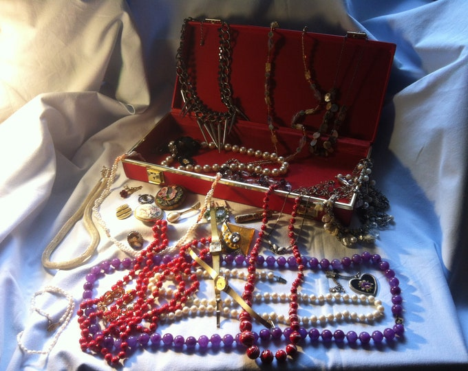 Vintage Convolute Fashion Jewelry not checked watches brooches chain badges + Jewelry Box