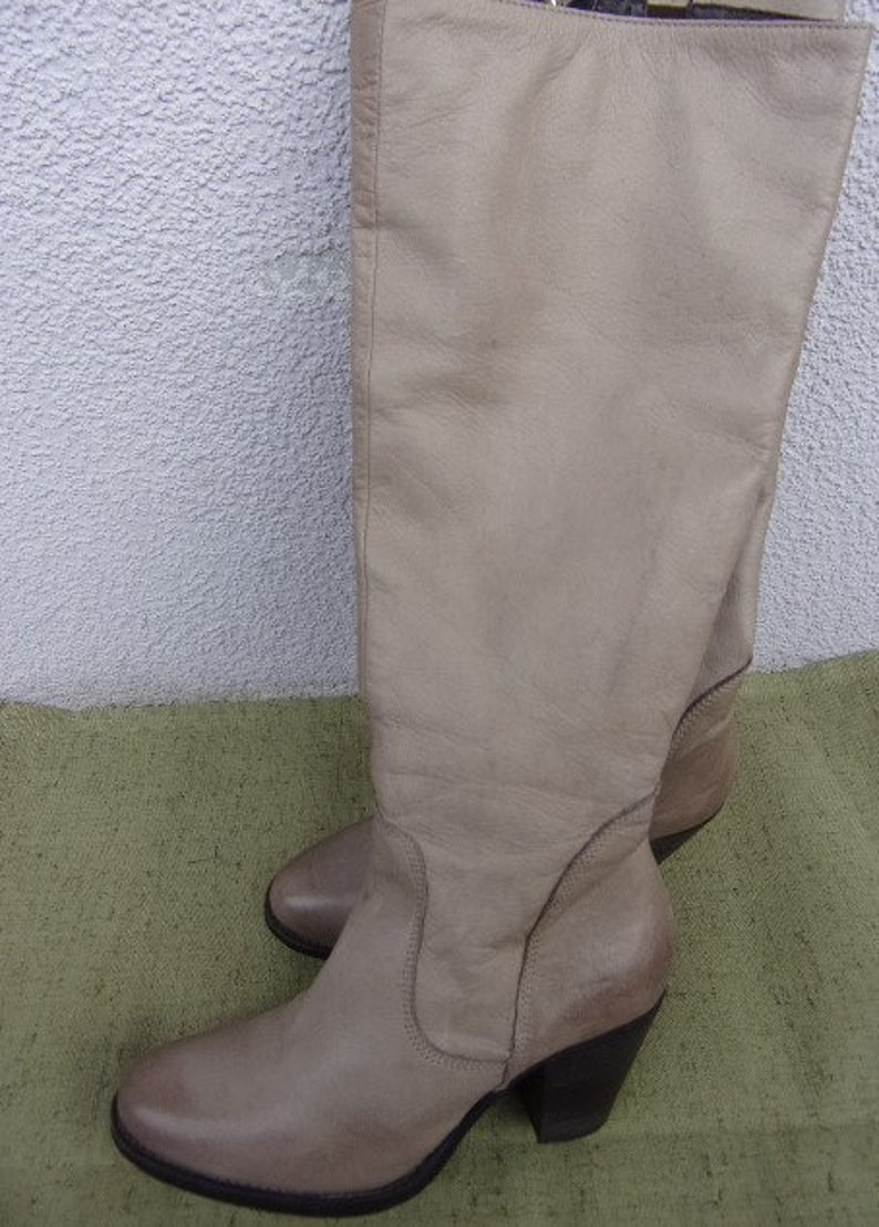 Vintage Women's BootsGenuine Leather BootsGray Beige Leather BootsLong BootsZipperHeeled BootsMade in ItalySize EU 38 UK 5
