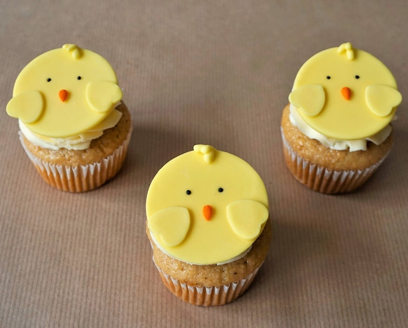 12 fondant chicken cupcake toppers for Easter cupcakes image 0
