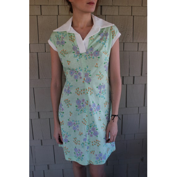 Vintage Late 60s, Early 70s Collared Floral Play D