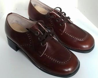 Ladies/childrens vintage shoes by Start - rite - size 3