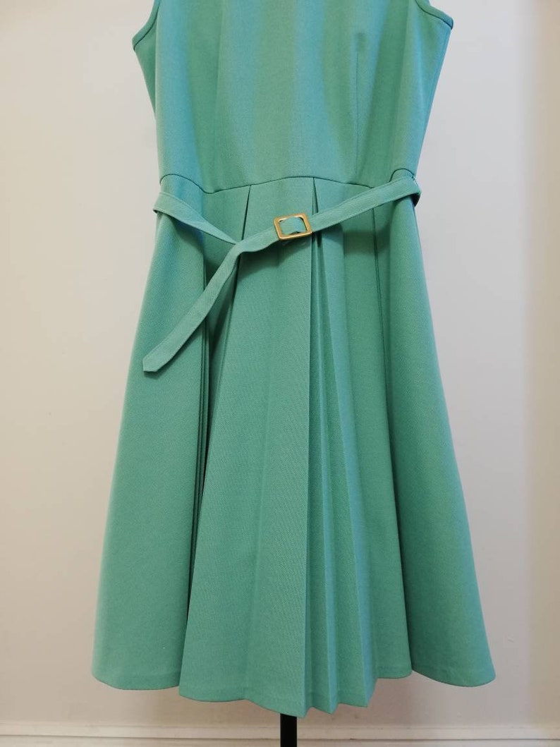 ML Deep turquoise crimplene dress from the 70/'s with pleated skirt and belt