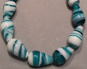 Green White Swirl Glass Beaded Necklace