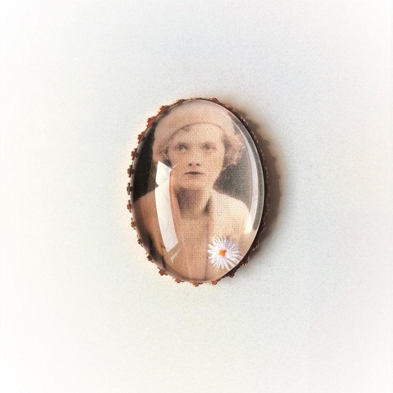 Hand embroidered brooch Daphne du Maurier