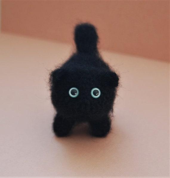 Tiny cat amigurumi, super easy and detailed animal toys, beginner ... | 596x570