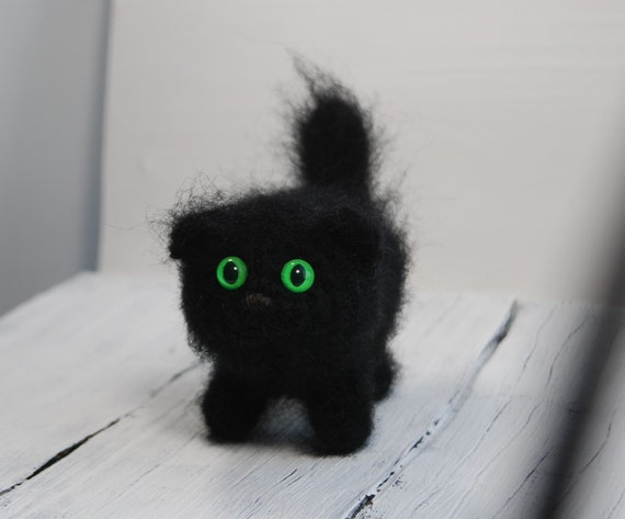 Bekijk meer ideeën over. r/pics - My kitten Sullivan is very interested in what youve got to say.