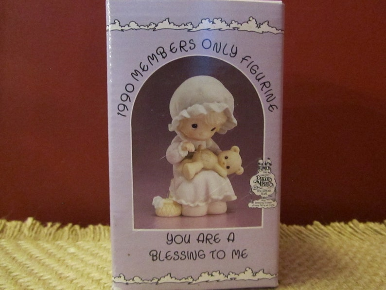 VintagePrecious Moments You Are A Blessing To Me PM902 Member/'s Only Girl with Bear New In Box With Tags Valentine/'s Day Gift For Friend