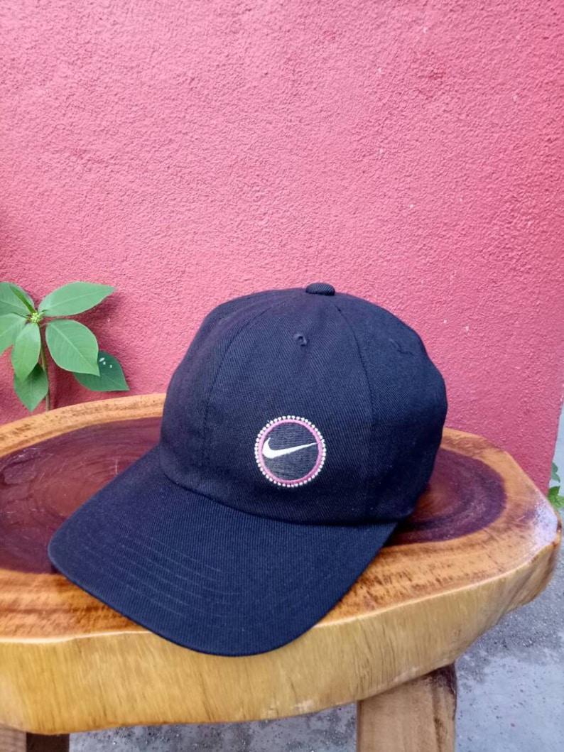 70f7f68aa3937 Rare vintage Nike chapeau/Bonnet des années 90 chaussures | Etsy
