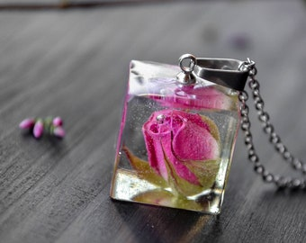 Real rose necklace Resin jewelry Terrarium necklace Botanical resin jewelry Nature Jewelry Botanical jewelry Floral resin necklace
