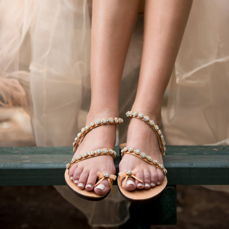 9bfac490fe Boho chic sandali da sposa, matrimonio sulla spiaggia, matrimonio  romantico, principessa sposa, sandali in rilievo, diapositive di lusso,  fatto di ...