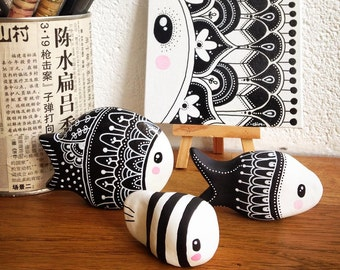 Real peekaboo black & white fish set
