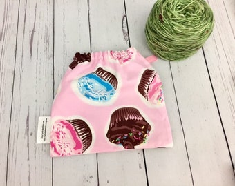 Cupcakes, Yarn Ball bag, Yarn Bowl, Yarn Holder, Yarn Cozy