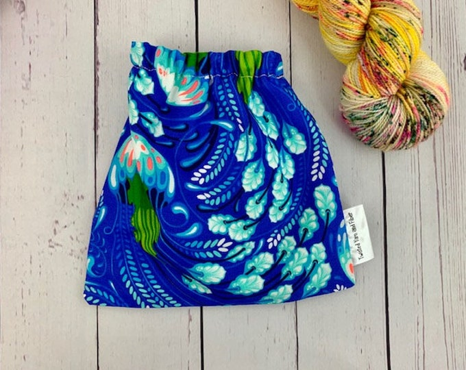 Jellyfish, Yarn Ball bag, Yarn Bowl, Yarn Holder, Yarn cake Bag, Holds Yarn Mini-Most Bulky