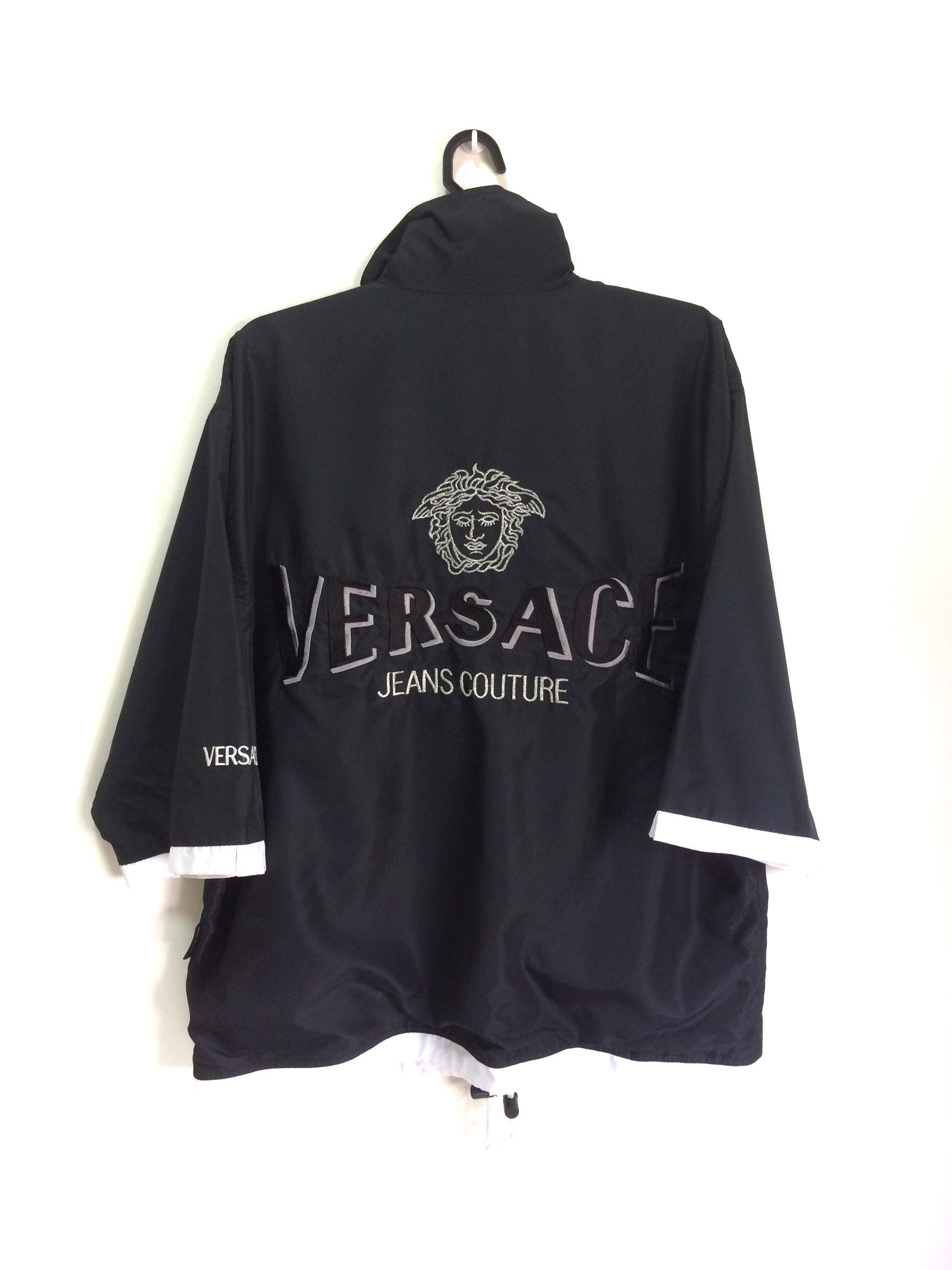 91f8190bc205 Versace Jeans Logo Couture brodé Logo Medusa Logo Jeans Made in Italie grand