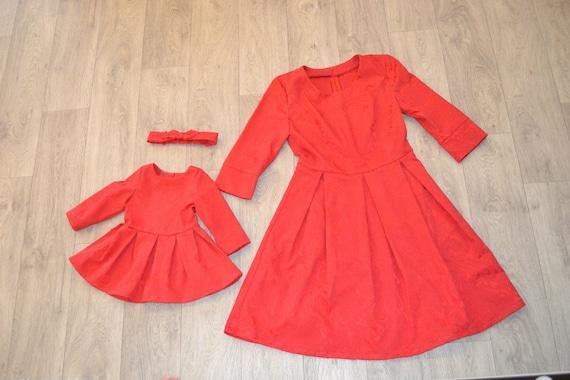 4d6686d4eee29 Mère fille assortie robes rouges de Noël différentes couleurs