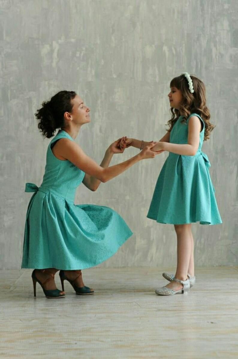 cece2bf7c6f Mère fille assortie robes différentes couleurs maman et moi