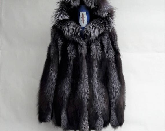 BRAND NEW!! SILVER fOX,fUR coat,with hood
