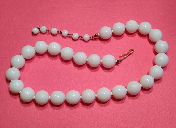 Lot FF Vintage White Bead Choker Gently Used