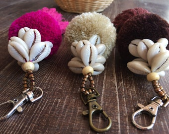 Pom pom and shell  keychain, handbag keychain, purse charm, pom pom, tassel, colourful,beach boho, covrie shell keychain, cheerful, boho,
