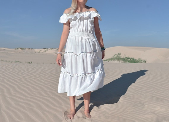 Vintage 70s Off the Shoulder White Cotton Ruffle D