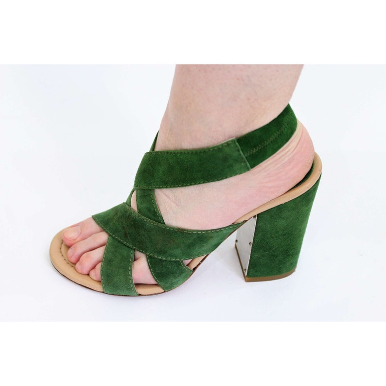 96bf696b68f2 Dolce   Gabbana Green Vintage Leather Decollete Heel Shoes