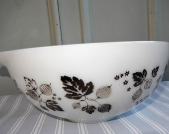Pyrex Mixing Bowl, Gooseberry, Black and White, Bowl, Retro Pyrex Bowl, Vintage Pyrex, Mixing Bowl Vintage, Mixing Bowl