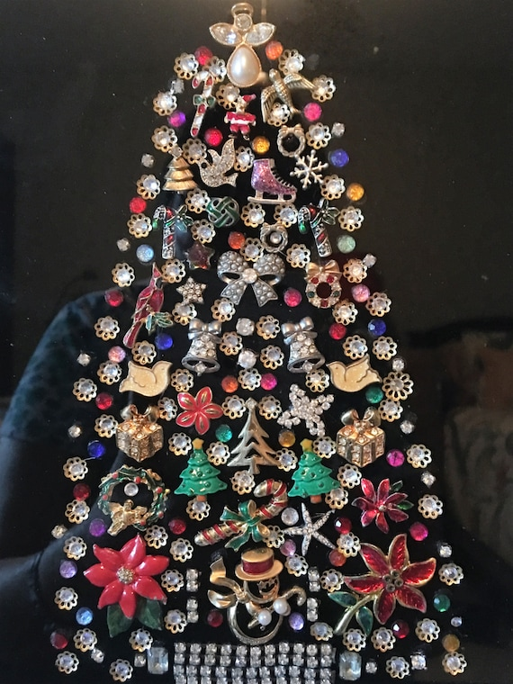 Jewelry Christmas Trees.Framed Vintage Jewelry Christmas Tree