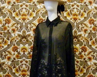 Large shirt with transparency and lace