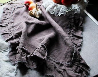 Linen napkins with torn edge ruffles
