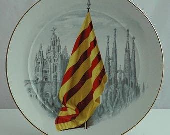 CATALONIA BARCELONA Independance SOUVENIR Porcelain Plate Stunning transfer Flag Cathedral decorated Spain