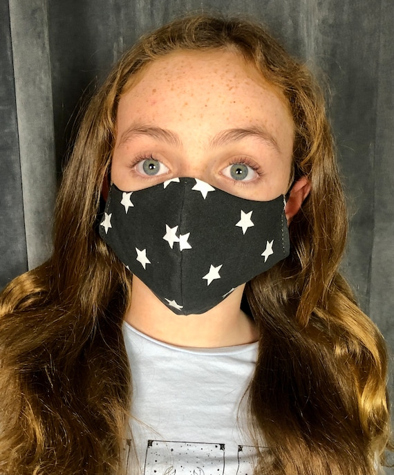 Reversible child face mask with adjustable elastic