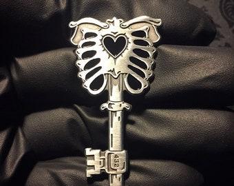 Key-432  - Antique silver pin