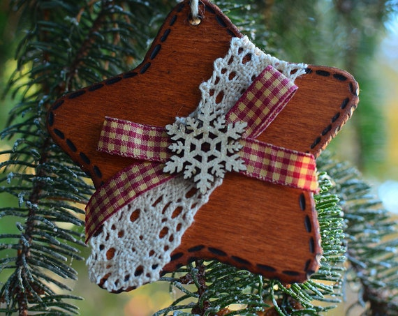 Little star wooden Christmas ornaments.