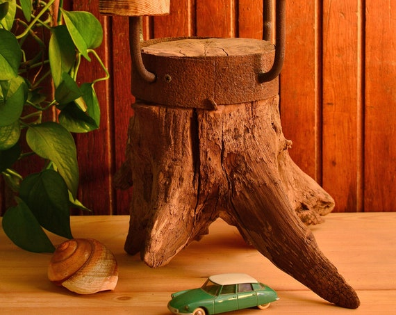 """Rustic style """"Baragone"""" wooden candle holder."""